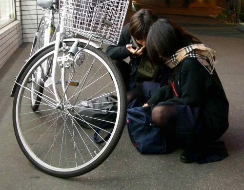 【盗撮】ミニスカからパンチラしちゃうJKの自転車通学エロ画像 43枚 No.9