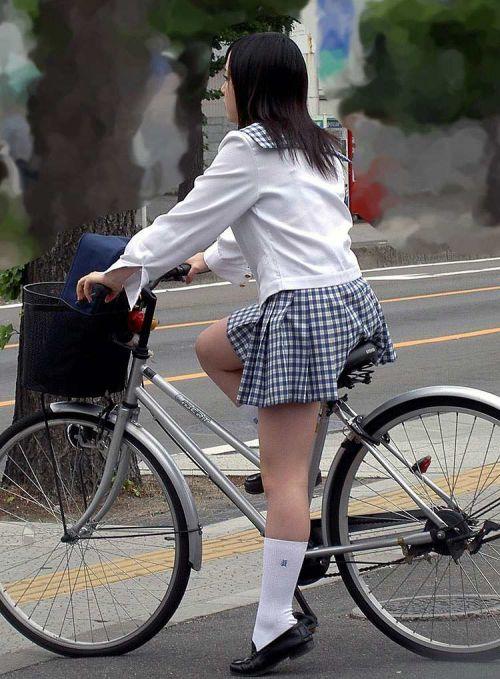 【盗撮】ミニスカからパンチラしちゃうJKの自転車通学エロ画像 43枚 No.10