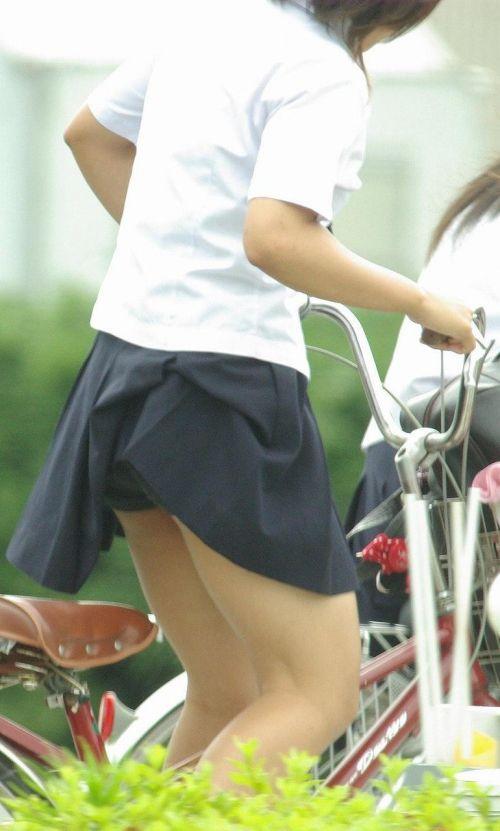 【盗撮】ミニスカからパンチラしちゃうJKの自転車通学エロ画像 43枚 No.11