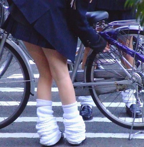 【盗撮】ミニスカからパンチラしちゃうJKの自転車通学エロ画像 43枚 No.13