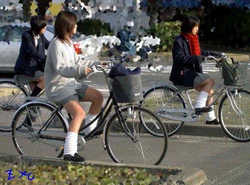 【盗撮】ミニスカからパンチラしちゃうJKの自転車通学エロ画像 43枚 No.15