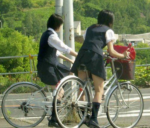 【盗撮】ミニスカからパンチラしちゃうJKの自転車通学エロ画像 43枚 No.17