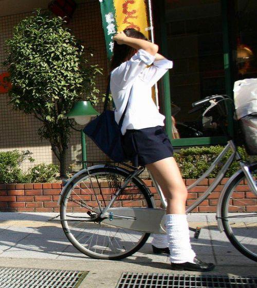 【盗撮】ミニスカからパンチラしちゃうJKの自転車通学エロ画像 43枚 No.19