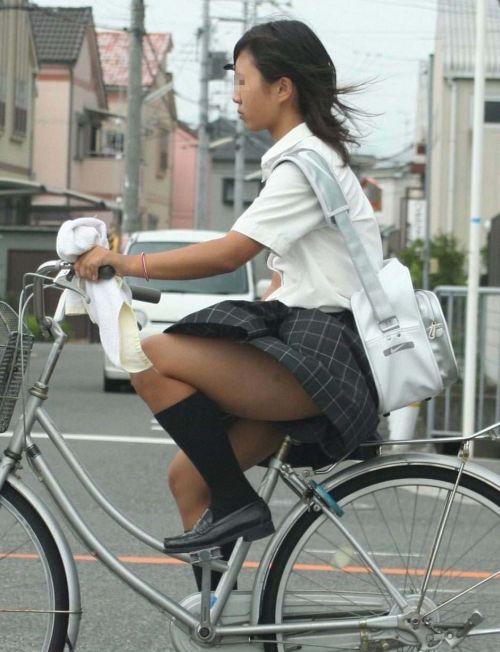 【盗撮】ミニスカからパンチラしちゃうJKの自転車通学エロ画像 43枚 No.20