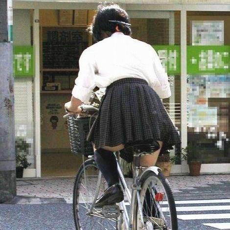 【盗撮】ミニスカからパンチラしちゃうJKの自転車通学エロ画像 43枚 No.21