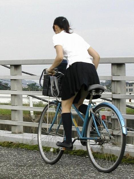【盗撮】ミニスカからパンチラしちゃうJKの自転車通学エロ画像 43枚 No.23