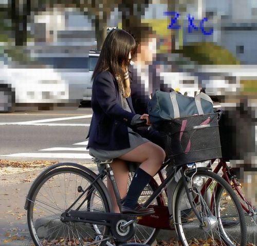 【盗撮】ミニスカからパンチラしちゃうJKの自転車通学エロ画像 43枚 No.25