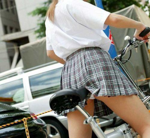 【盗撮】ミニスカからパンチラしちゃうJKの自転車通学エロ画像 43枚 No.26