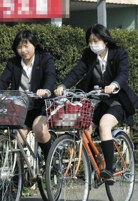 【盗撮】ミニスカからパンチラしちゃうJKの自転車通学エロ画像 43枚 No.29