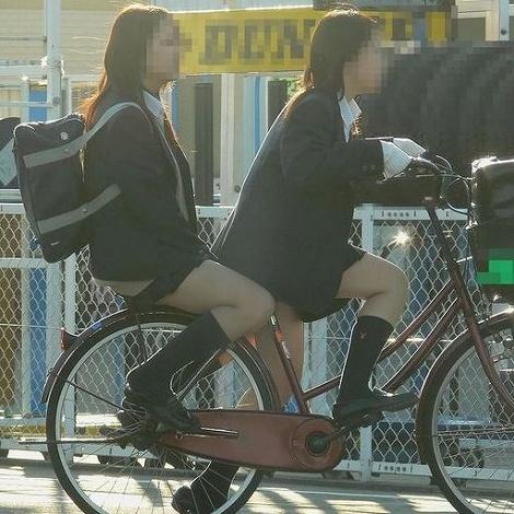 【盗撮】ミニスカからパンチラしちゃうJKの自転車通学エロ画像 43枚 No.31