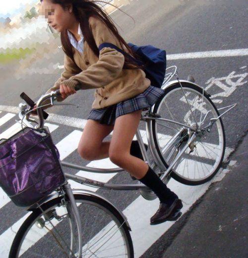 【盗撮】ミニスカからパンチラしちゃうJKの自転車通学エロ画像 43枚 No.32