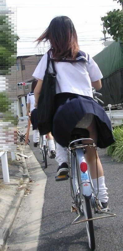 【盗撮】ミニスカからパンチラしちゃうJKの自転車通学エロ画像 43枚 No.33