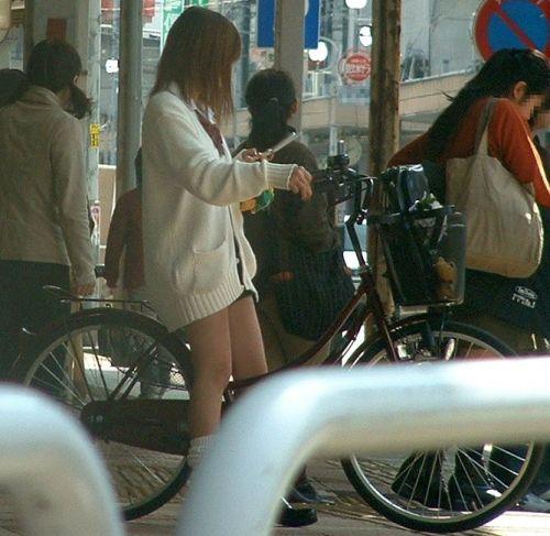 【盗撮】ミニスカからパンチラしちゃうJKの自転車通学エロ画像 43枚 No.36