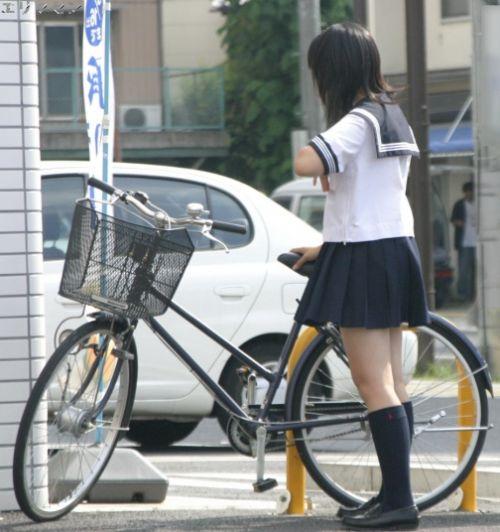 【盗撮】ミニスカからパンチラしちゃうJKの自転車通学エロ画像 43枚 No.37