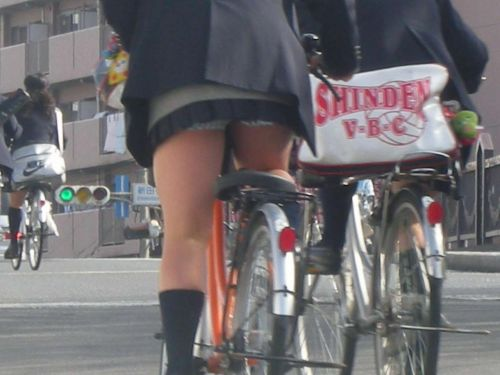 【盗撮】ミニスカからパンチラしちゃうJKの自転車通学エロ画像 43枚 No.38