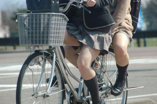 【盗撮】ミニスカからパンチラしちゃうJKの自転車通学エロ画像 43枚 No.39