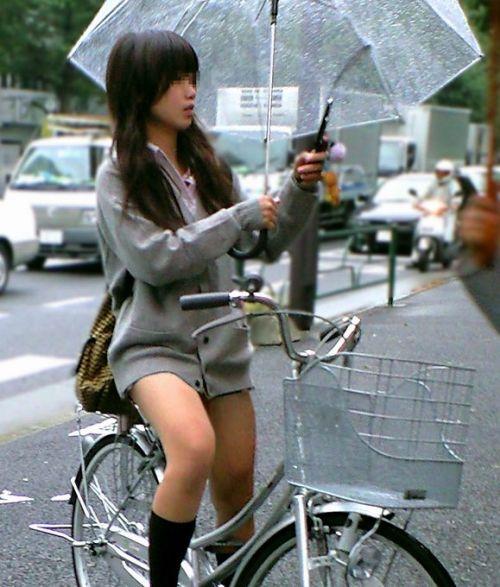 【盗撮】ミニスカからパンチラしちゃうJKの自転車通学エロ画像 43枚 No.41