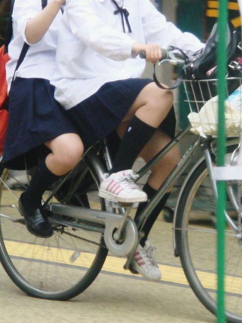 【盗撮】ミニスカからパンチラしちゃうJKの自転車通学エロ画像 43枚 No.42