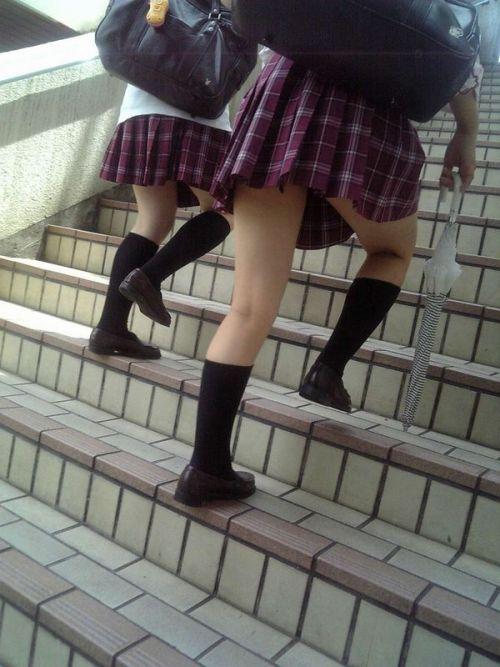 【エロ画像】ミニスカJKって斜め下からパンチラ盗撮簡単過ぎwww 37枚 No.29