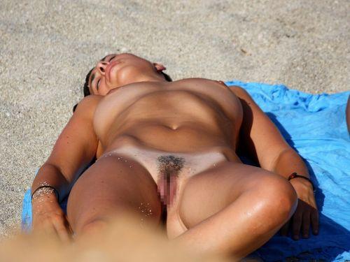 【盗撮画像】ヌーディストビーチで日焼け跡のある外人ってエロイよな! 38枚 No.1