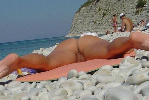 【盗撮画像】ヌーディストビーチで日焼け跡のある外人ってエロイよな! 38枚 No.3