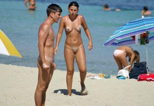【盗撮画像】ヌーディストビーチで日焼け跡のある外人ってエロイよな! 38枚 No.4
