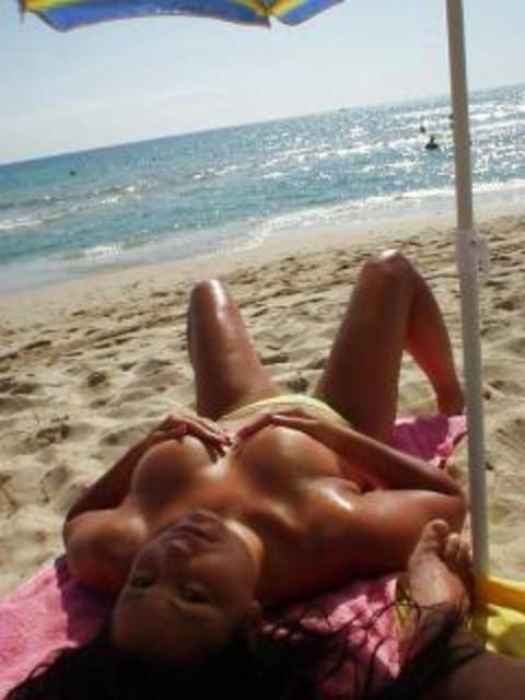 【盗撮画像】ヌーディストビーチで日焼け跡のある外人ってエロイよな! 38枚 No.6