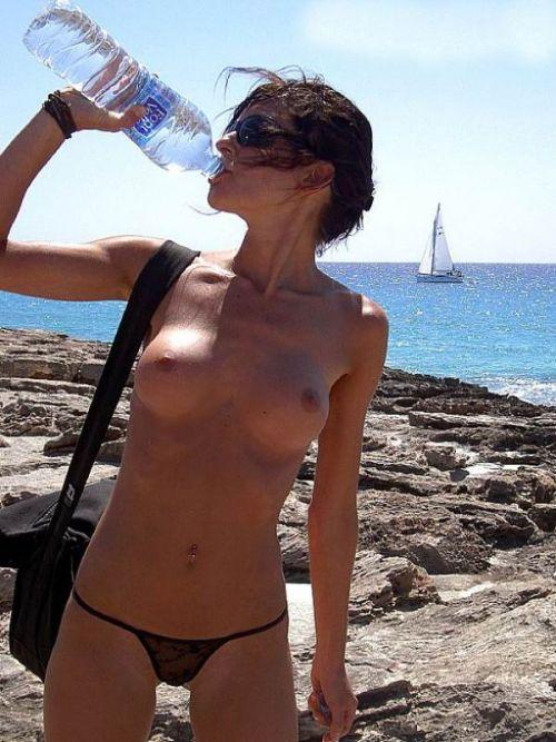 【盗撮画像】ヌーディストビーチで日焼け跡のある外人ってエロイよな! 38枚 No.18