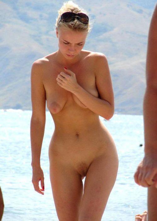 【盗撮画像】ヌーディストビーチで日焼け跡のある外人ってエロイよな! 38枚 No.21