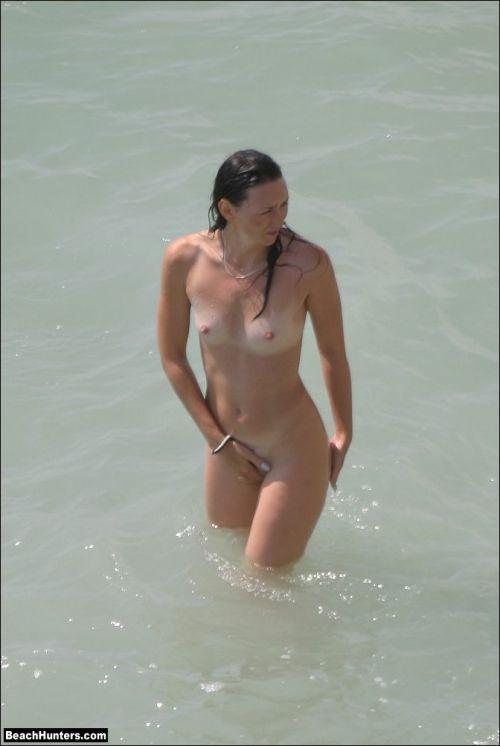 【盗撮画像】ヌーディストビーチで日焼け跡のある外人ってエロイよな! 38枚 No.31