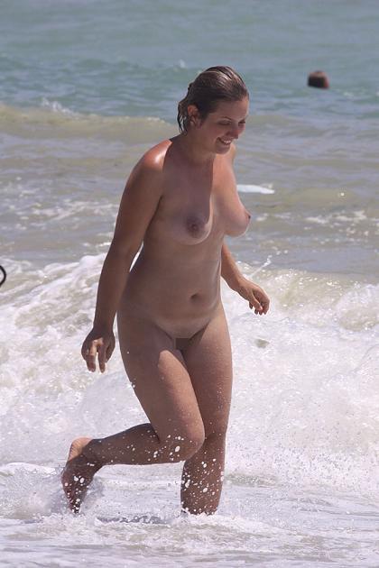 【盗撮画像】ヌーディストビーチで日焼け跡のある外人ってエロイよな! 38枚 No.33
