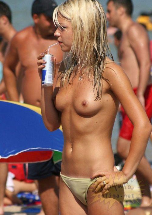 【盗撮画像】ヌーディストビーチで日焼け跡のある外人ってエロイよな! 38枚 No.35