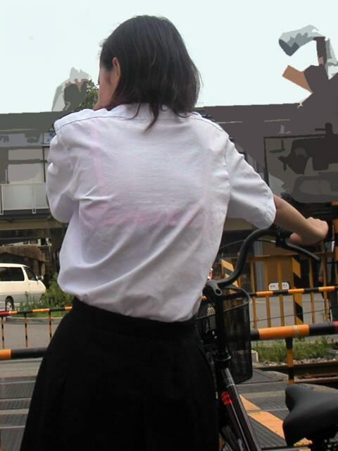【画像】JKの透けたブラジャーとかブラ紐が青春なエロさだわww 40枚 No.12