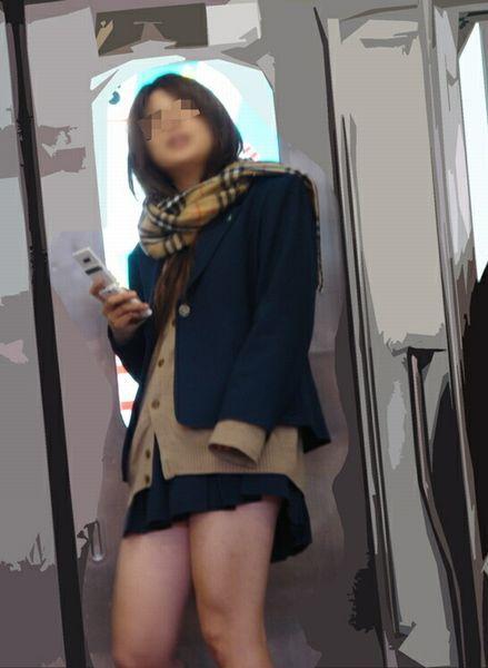 電車で座ってるJKのエッチな太ももを楽しむ盗撮画像見ちゃう? 38枚 No.5
