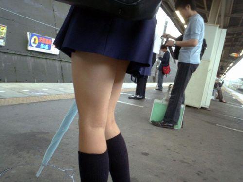 電車で座ってるJKのエッチな太ももを楽しむ盗撮画像見ちゃう? 38枚 No.7