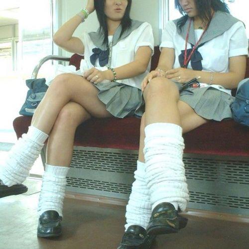 電車で座ってるJKのエッチな太ももを楽しむ盗撮画像見ちゃう? 38枚 No.13