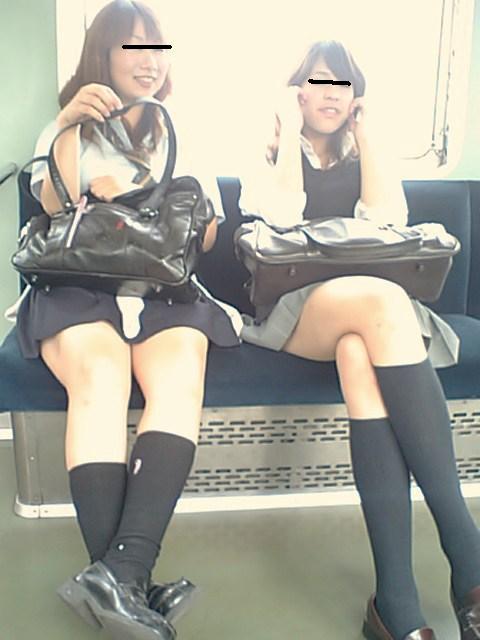 電車で座ってるJKのエッチな太ももを楽しむ盗撮画像見ちゃう? 38枚 No.18