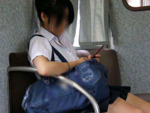 電車で座ってるJKのエッチな太ももを楽しむ盗撮画像見ちゃう? 38枚 No.21