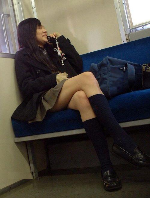 電車で座ってるJKのエッチな太ももを楽しむ盗撮画像見ちゃう? 38枚 No.26