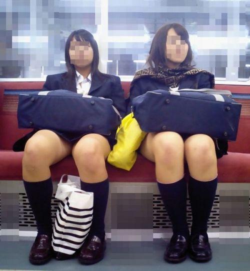 電車で座ってるJKのエッチな太ももを楽しむ盗撮画像見ちゃう? 38枚 No.28