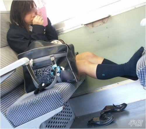 電車で座ってるJKのエッチな太ももを楽しむ盗撮画像見ちゃう? 38枚 No.29