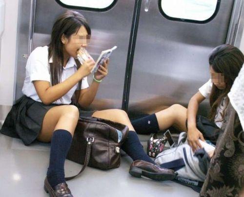 電車で座ってるJKのエッチな太ももを楽しむ盗撮画像見ちゃう? 38枚 No.32