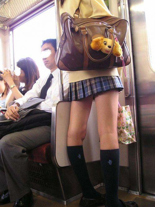 電車で座ってるJKのエッチな太ももを楽しむ盗撮画像見ちゃう? 38枚 No.35