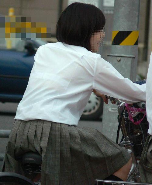 純白パンティも見えちゃうJKの自転車通学画像 41枚 No.2