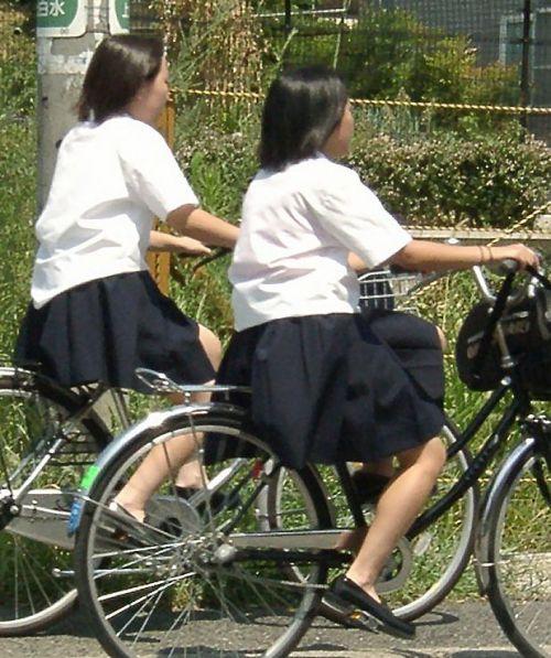 純白パンティも見えちゃうJKの自転車通学画像 41枚 No.6