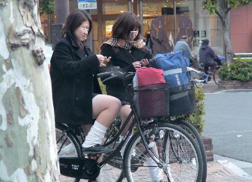 純白パンティも見えちゃうJKの自転車通学画像 41枚 No.9