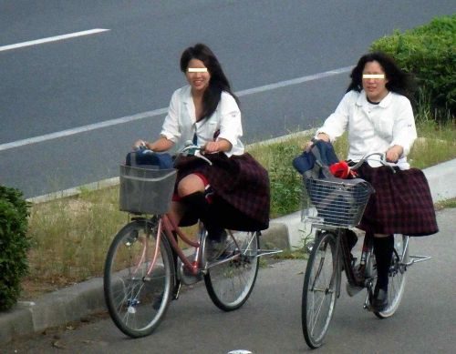 純白パンティも見えちゃうJKの自転車通学画像 41枚 No.19