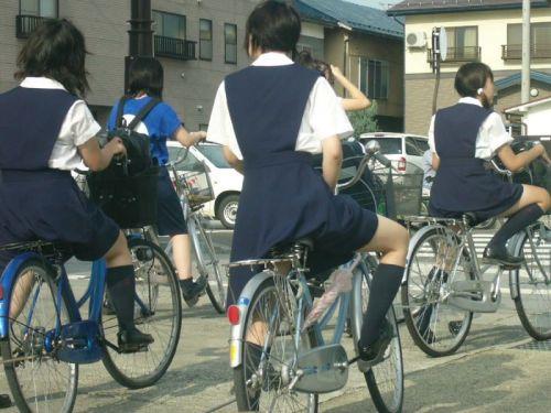 純白パンティも見えちゃうJKの自転車通学画像 41枚 No.28