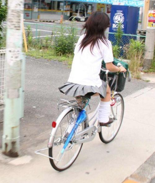 純白パンティも見えちゃうJKの自転車通学画像 41枚 No.33