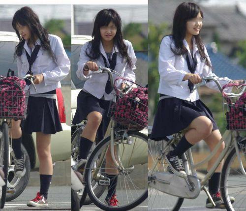 純白パンティも見えちゃうJKの自転車通学画像 41枚 No.34